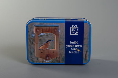 Fågelmatare i presentask, build your own birdfeeder, plåtburk