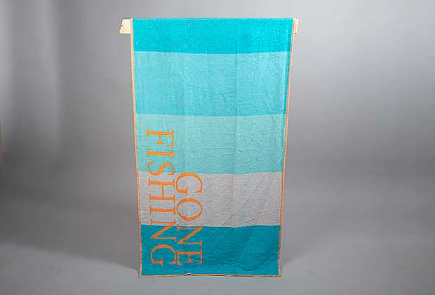 "Badlakan, beach towel, blå, ""Gone fishing"""